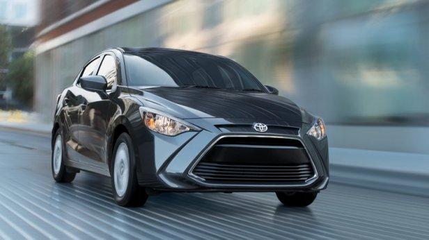 2018-Toyota-Yaris-iA-01